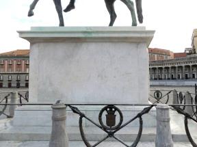 statue_plebiscito_scritte_0