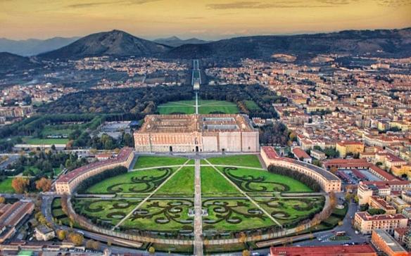piazza_reggia_caserta